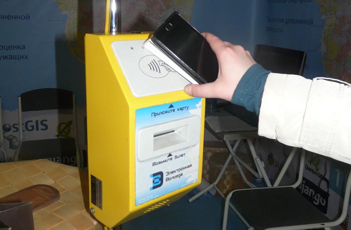 В автобусах Вологды теперь можно платить с помощью телефона