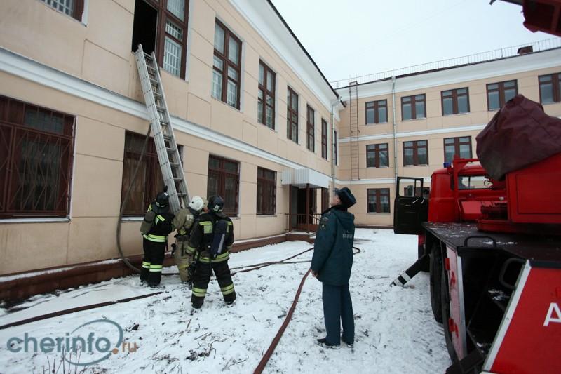 Спортзал загорелся в череповецкой школе