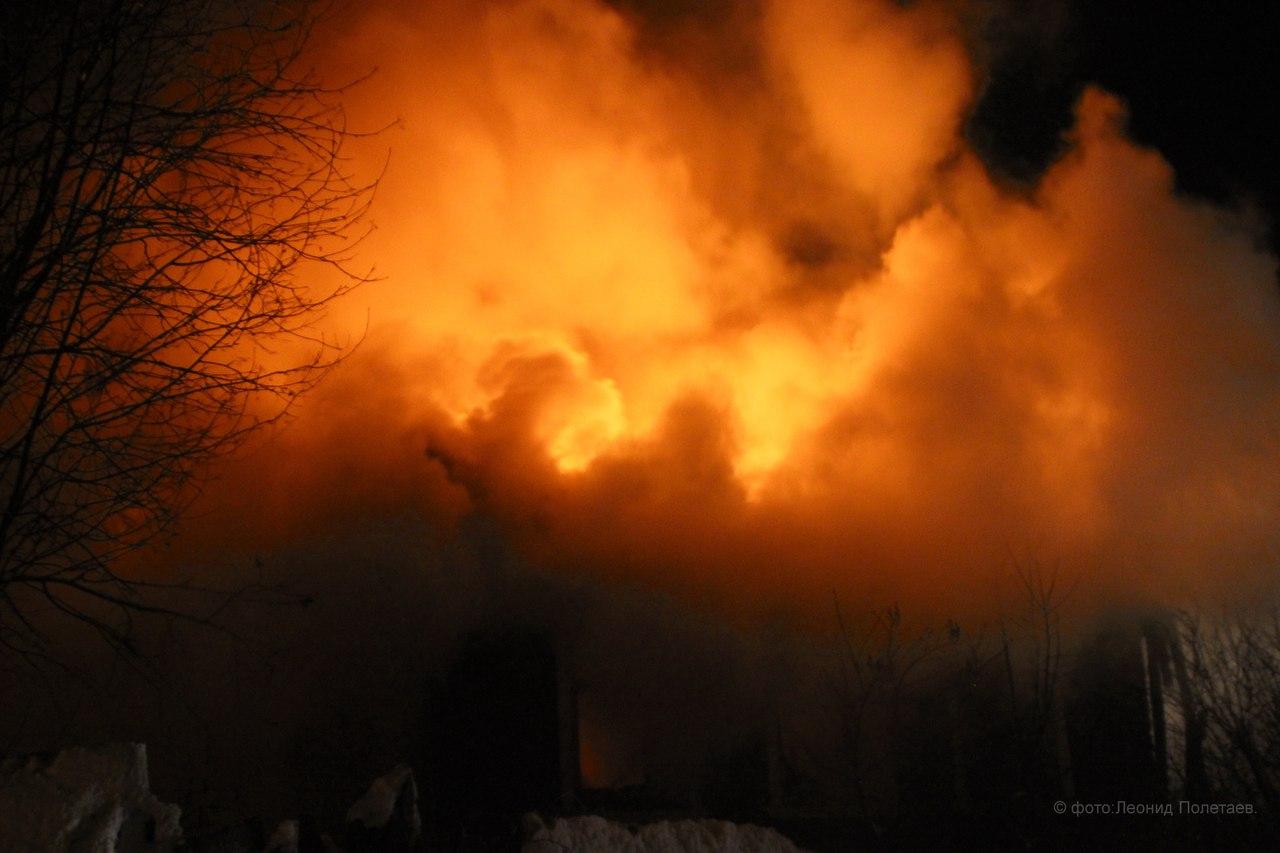 В Вологде сгорел жилой деревянный дом