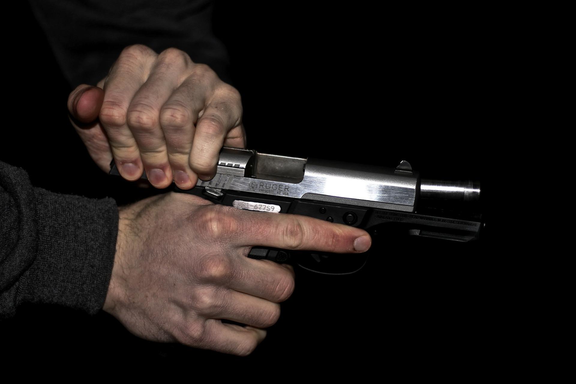 Вологжанин открыл стрельбу из травмата по прохожему: тот не угостил его сигаретой