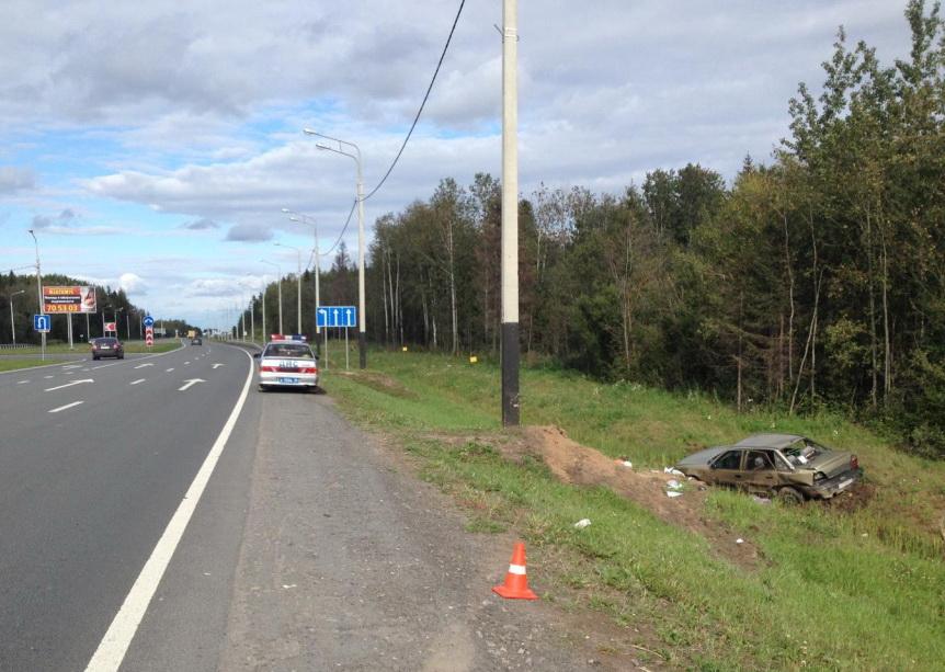 В Вологодском районе иномарка врезалась в фонарный столб