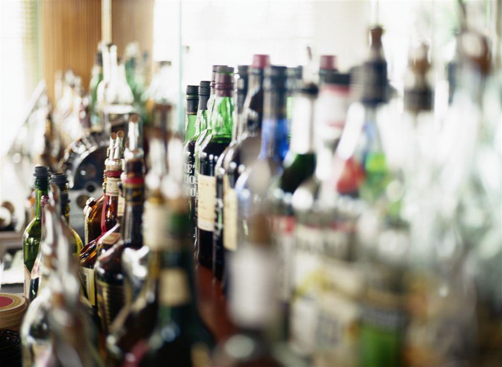 В Вологде женщины, вооружённые монтировкой и ножом, пытались добыть в магазине спиртное