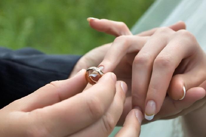 За год в Вологодской области поженились 76 подростков
