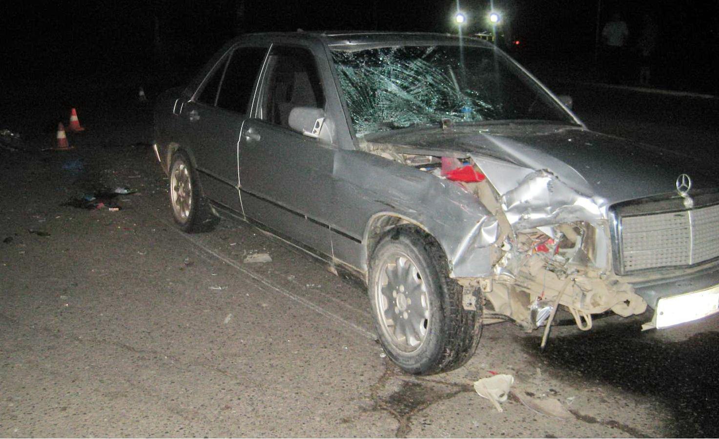 В Кадуе «Мерседес» сбил мотоциклиста, ехавшего ночью с выключенными фарами