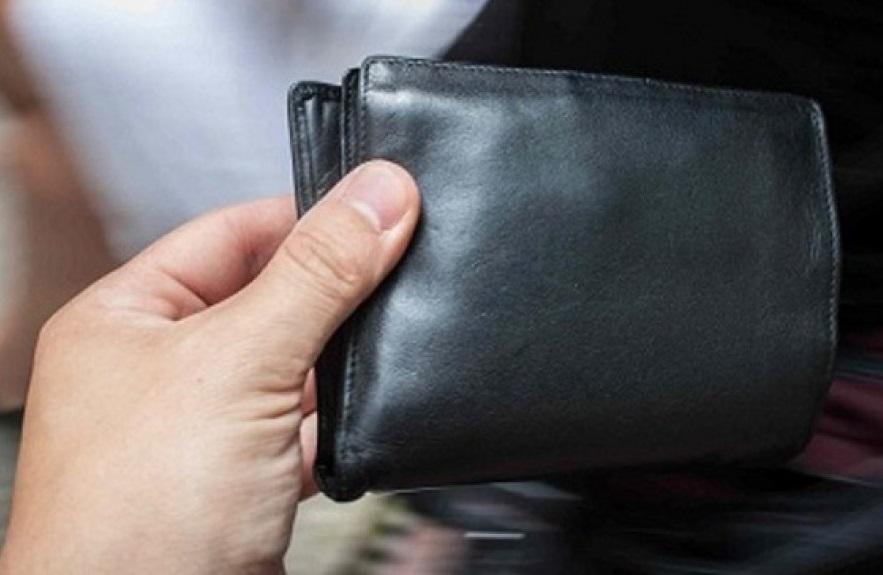 Вологодский полицейский украл в магазине кошелек