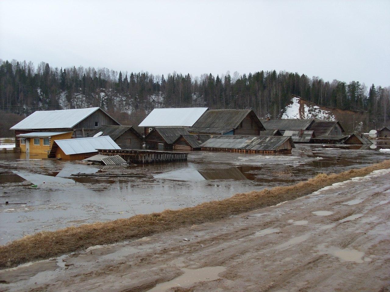 В Нюксенском районе затопило более десятка жилых домов и школу