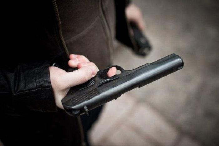 Вологжанин пытался расстрелять молодых людей, которые шумели под окнами его квартиры