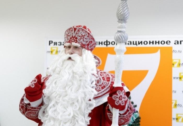 Омские журналисты недоумевают: Дед Мороз находился одновременно в Омске и Рязани