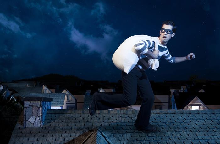 Воры ограбили вологодский склад через крышу