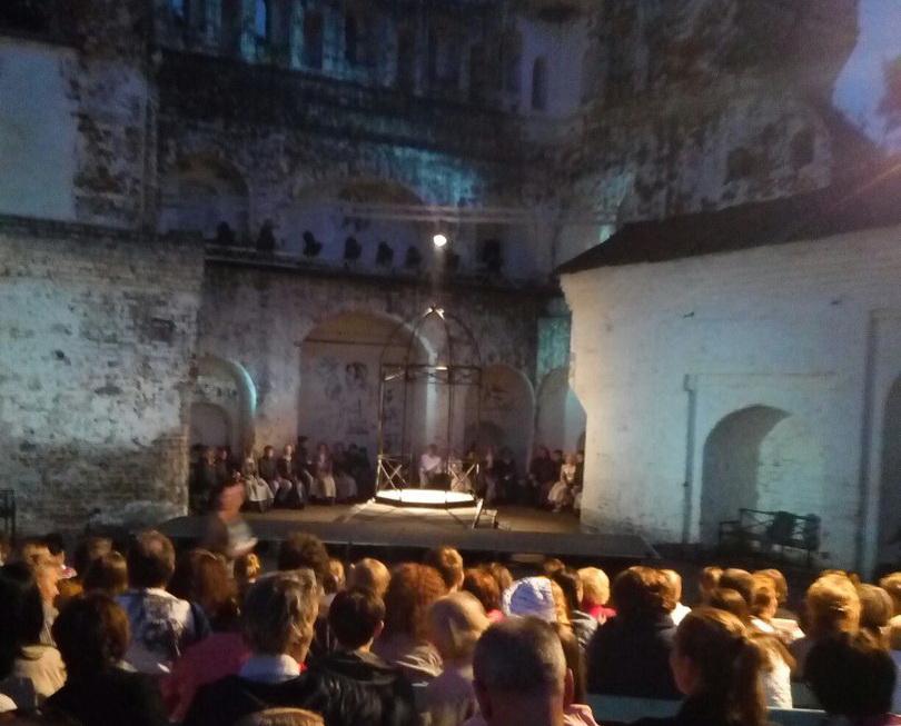 Ироничного «Дубровского» показал вологжанам Театр для детей и молодежи