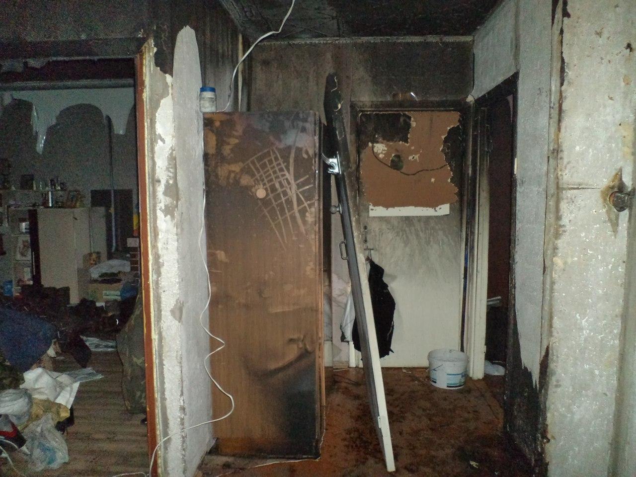 Житель Грязовецкого района запер бывшую жену в квартире и поджег дверь