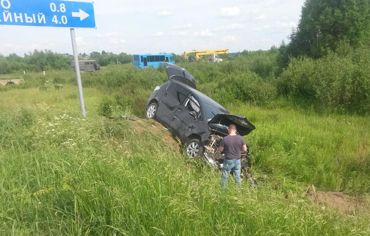 В Тотемском районе «Тойота» врезалась в «УАЗ» во время обгона