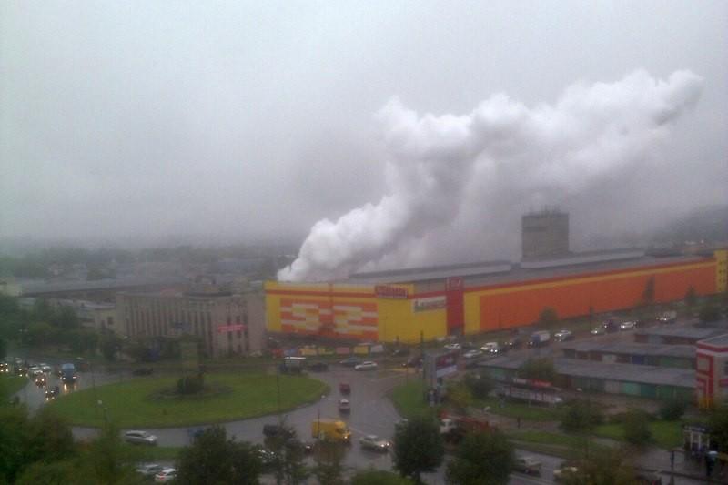 В Череповце в строительный котлован уронили бочку с карбидом: хлопок очевидцы приняли за взрыв