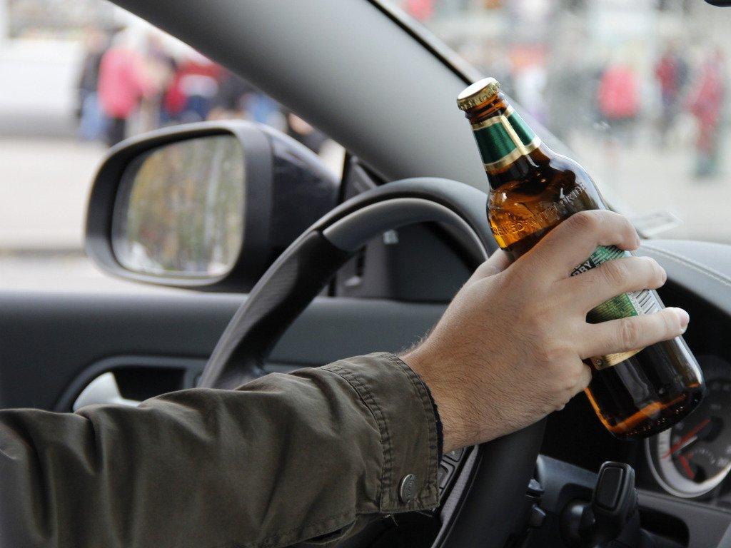 В Череповце пьяный водитель врезался в автомобиль ДПС