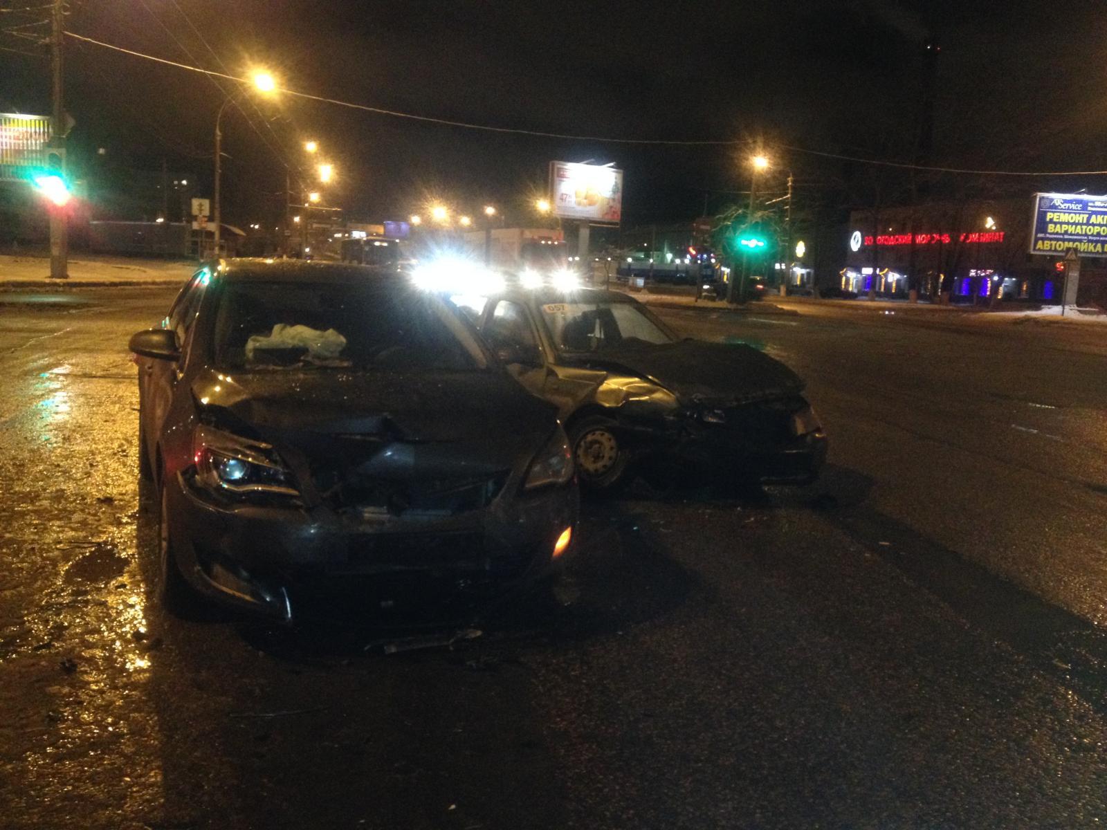 Четыре человека пострадали в аварии в Вологде