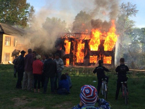 В Вологде сгорел деревянный дом на улице Дзержинского