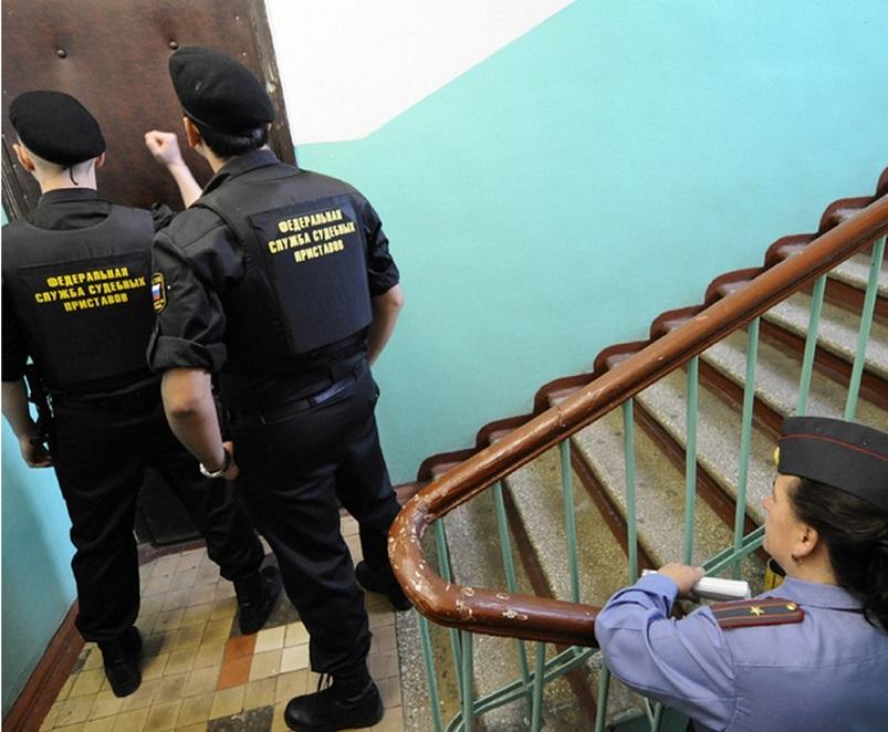У шестерых череповчан, задолжавших алименты своим детям, арестовали жилплощадь