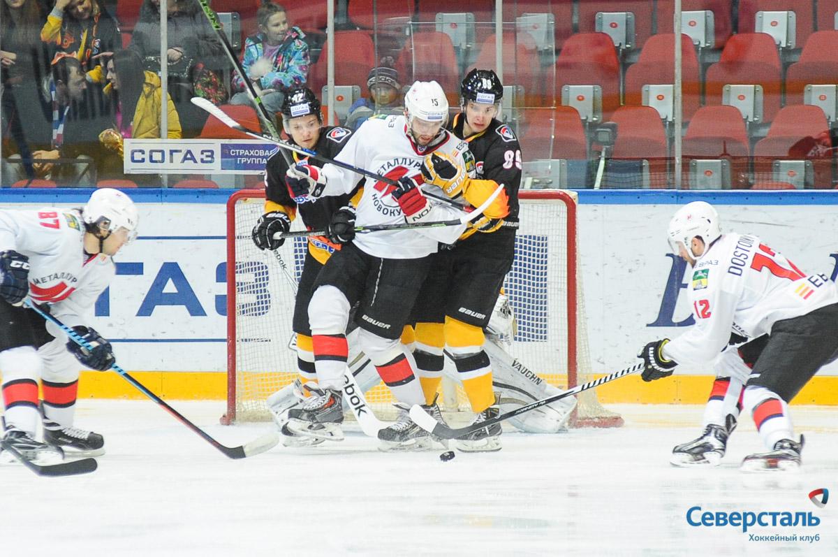 Череповецкие хоккеисты потерпели четвертое поражение подряд в домашней серии матчей
