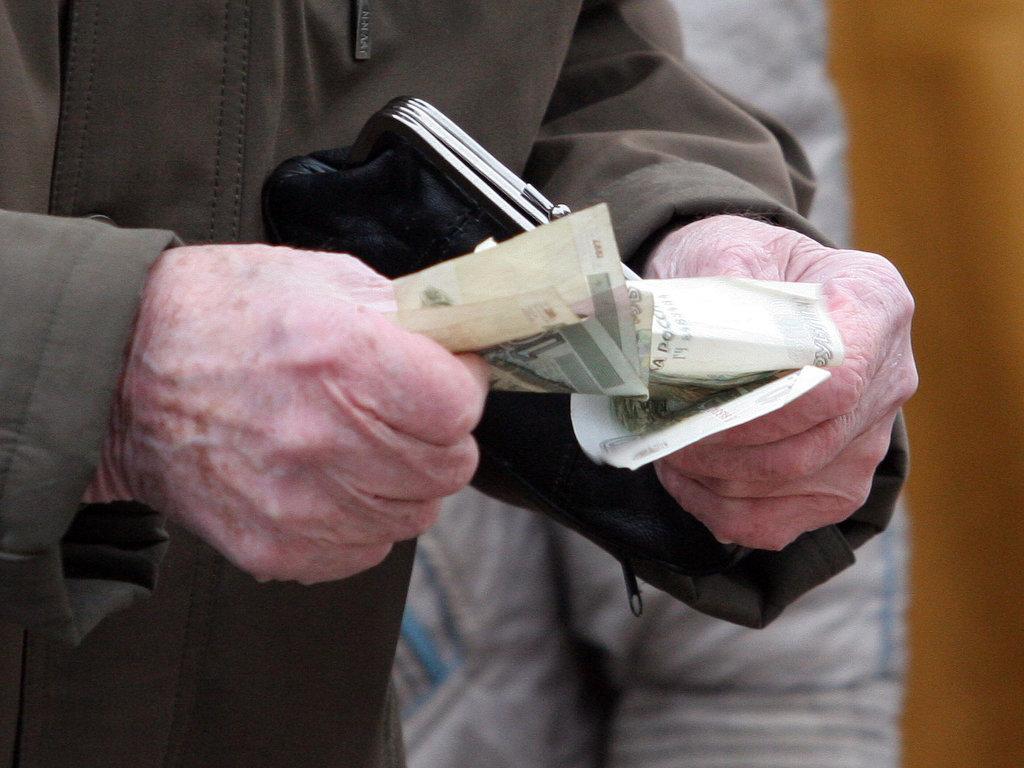 Минфин предлагает забирать еще 1% от зарплат россиян и увеличить пенсионный возраст
