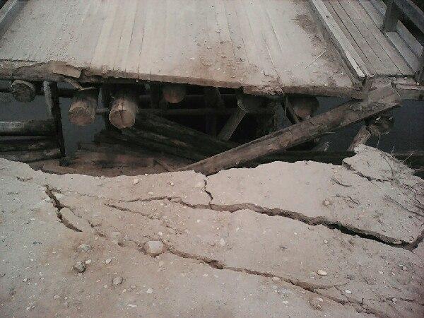 В Сямженском районе обрушился берег реки: мост стал непроезжим