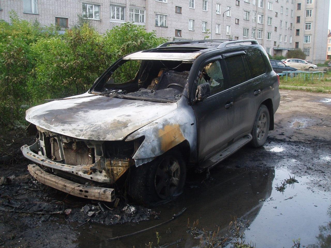 В Харовске рано утром сгорел «Лексус»