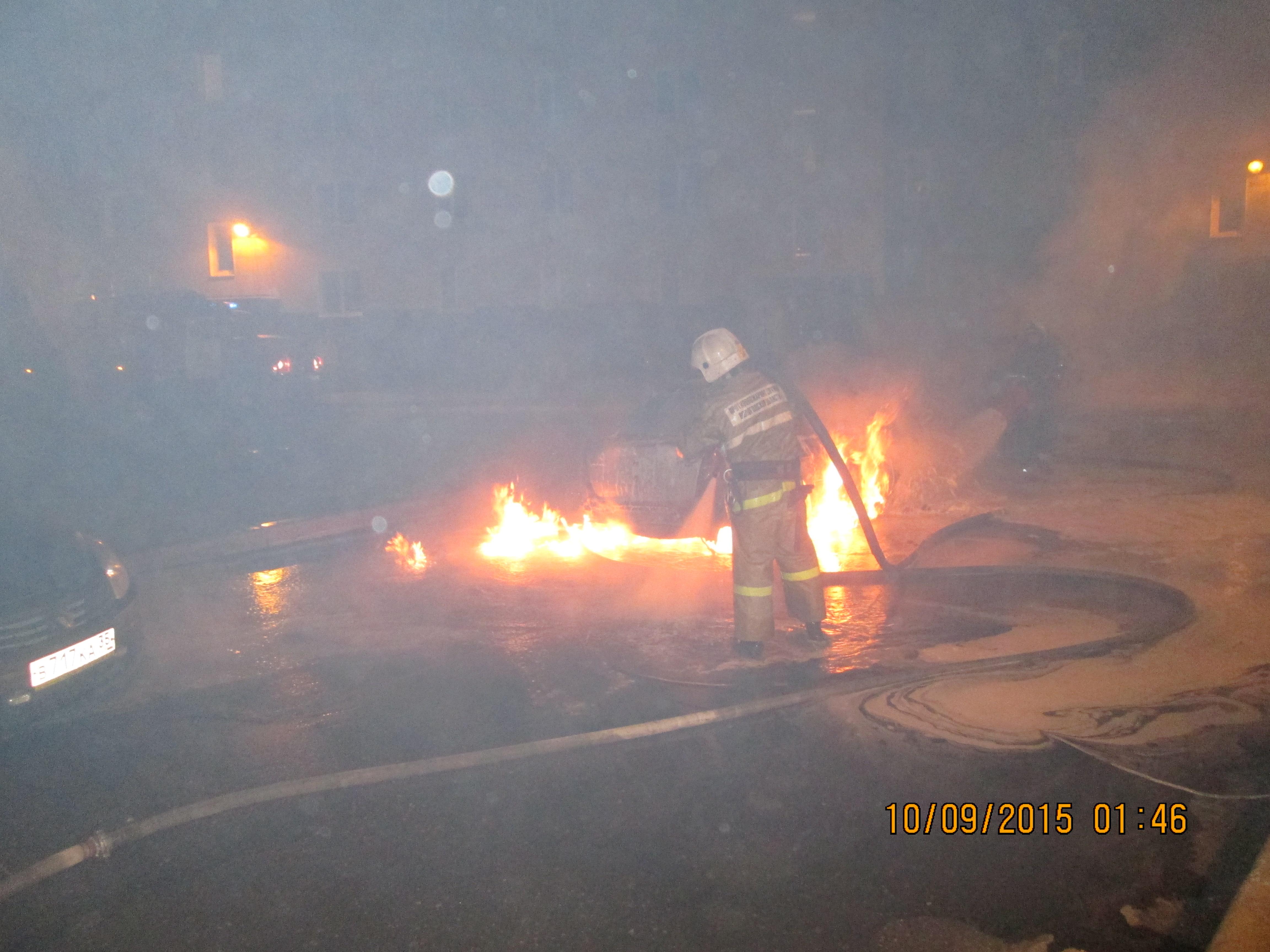 В Череповце неизвестные спалили «Лексус» и «Рено»