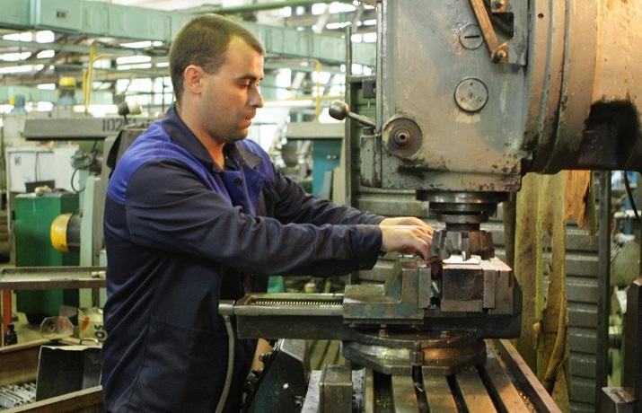 В России собираются вернуть популярность рабочих и инженерных профессий