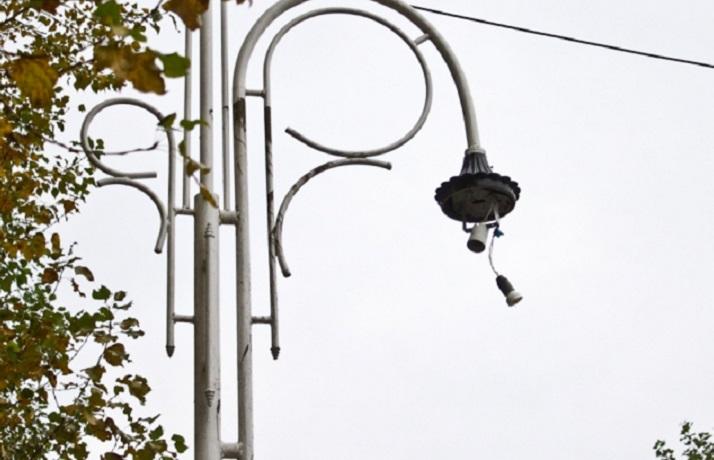 Жителей поселка в Великоустюгском районе оставил без уличного освещения подросток