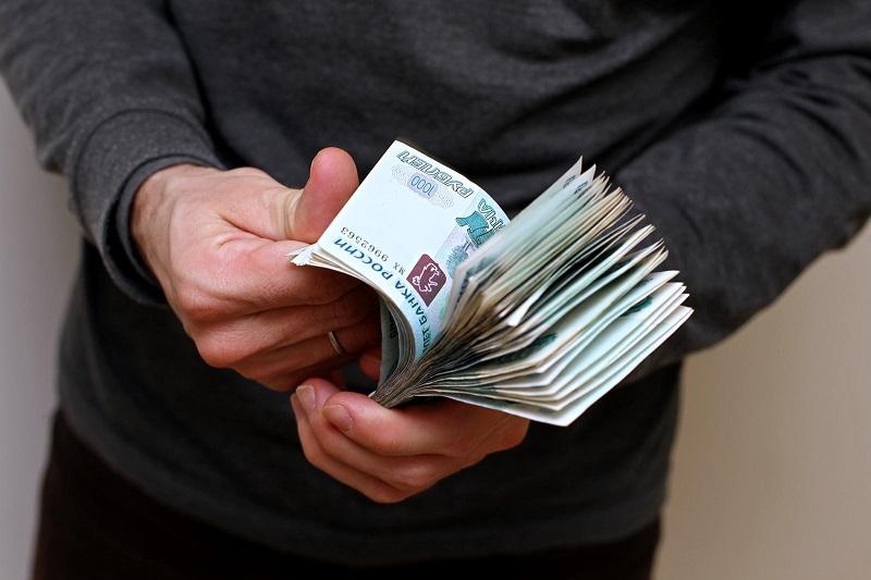 Работники гостиниц и торговли, швеи и ткачи – одни из самых низко оплачиваемых в Вологодской области
