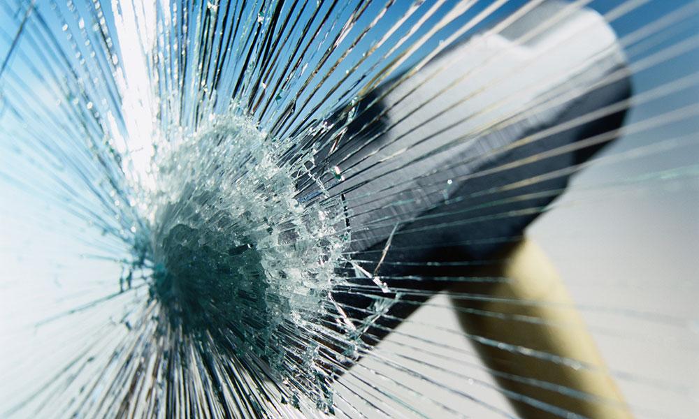 Вологжанин разбил иномарку своего соседа: они поссорились из-за денег на проведение газа
