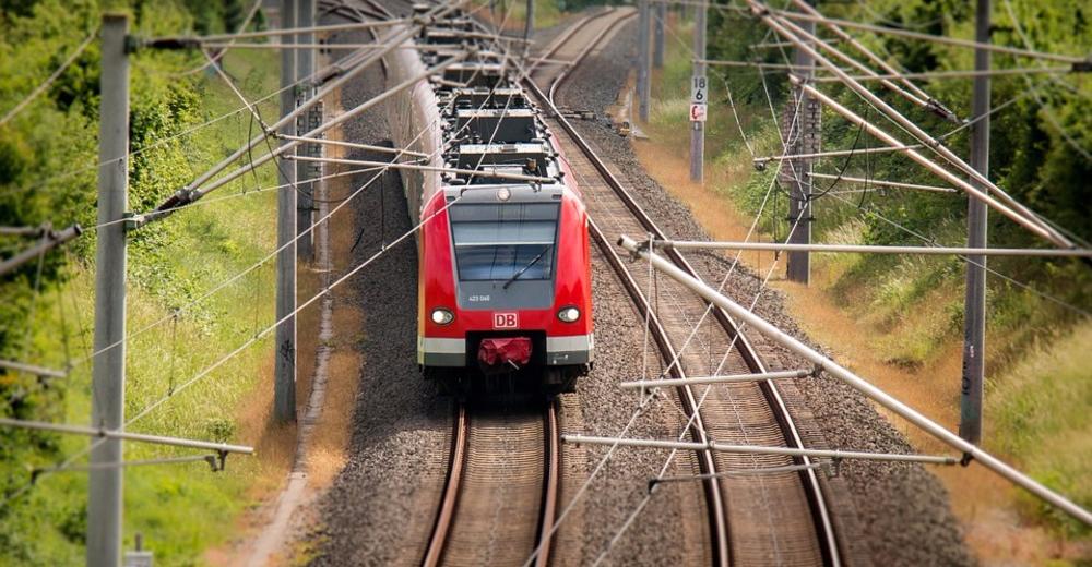 В Вологде женщина погибла, пролезая между колесами поезда