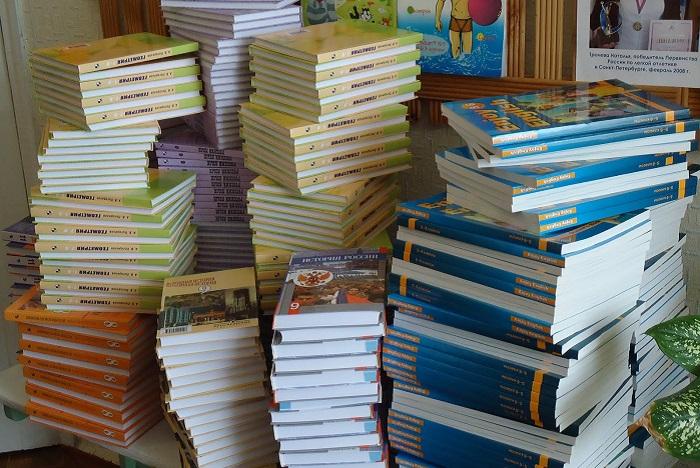 Минобрнауки подтвердил, что рабочие тетради в школах должны предоставлять бесплатно