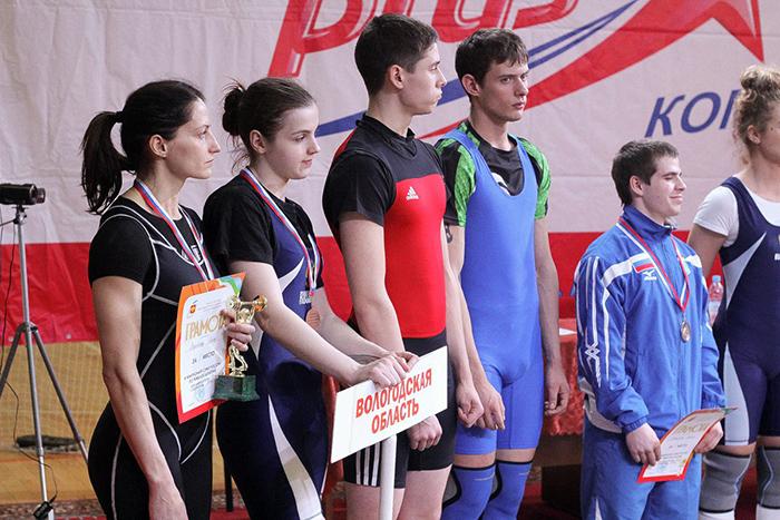 Женская сборная Вологодской области по тяжелой атлетике взяла «серебро» межрегиональных соревнований
