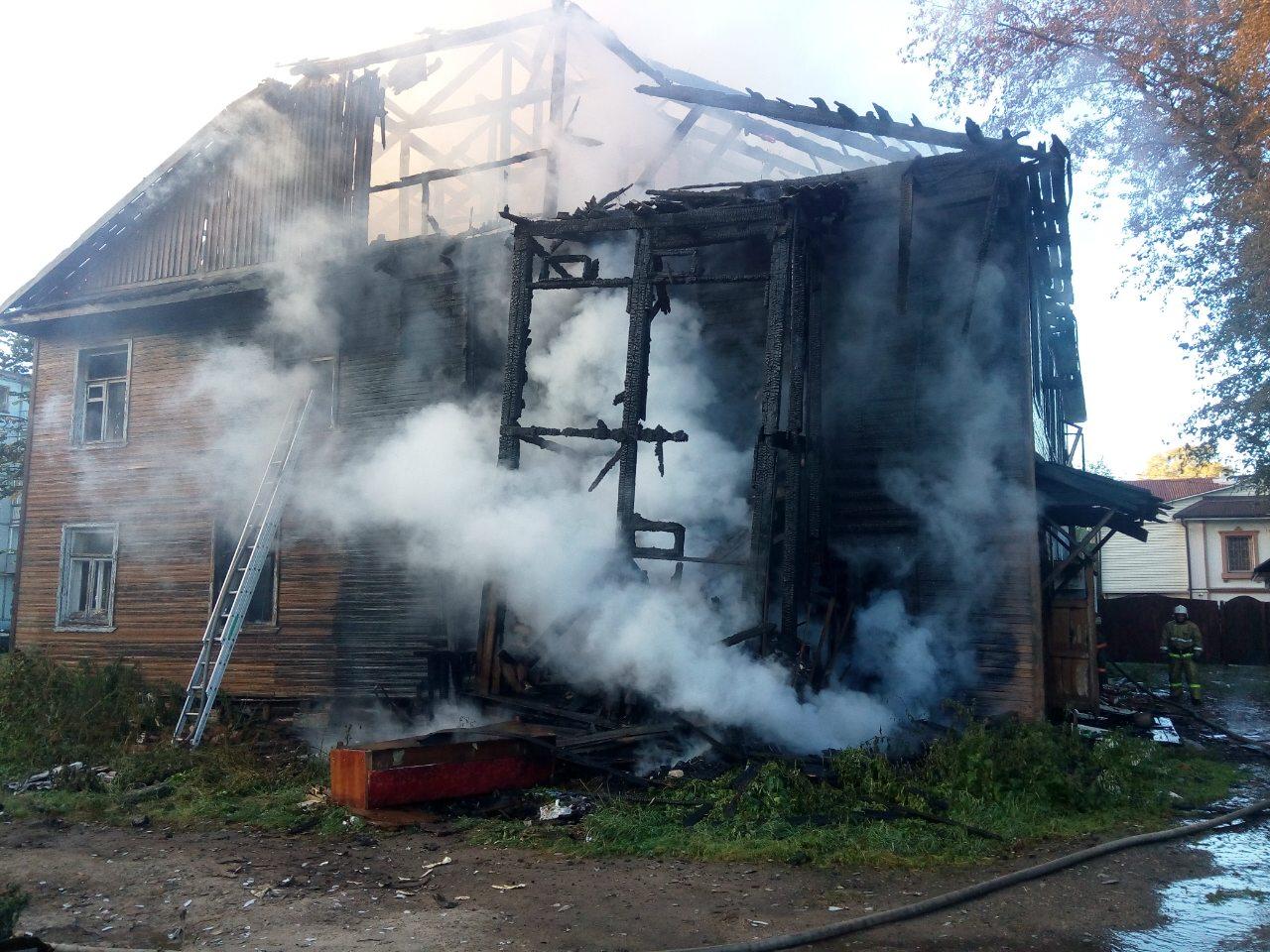 Деревянный дом на Гоголя сгорел в Вологде