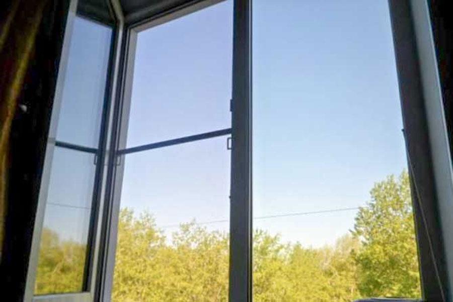 Череповецкая школьница, выпавшая из окна 8 этажа, введена в состояние искусственной комы