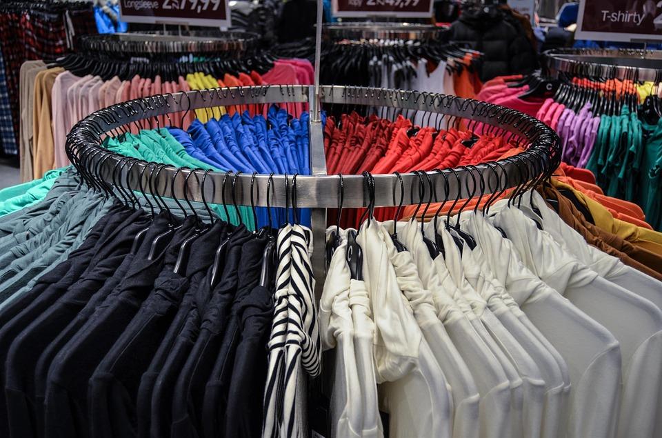 Вологжанка, прикрываясь ребенком,  украла футболки в магазине