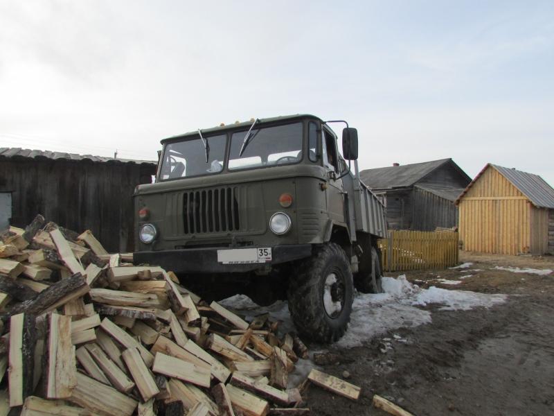 Вологжанин угнал грузовик с дровами, чтобы доехать до дома