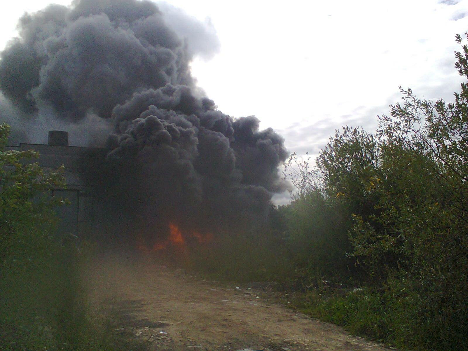 В Вологде горели старые автопокрышки
