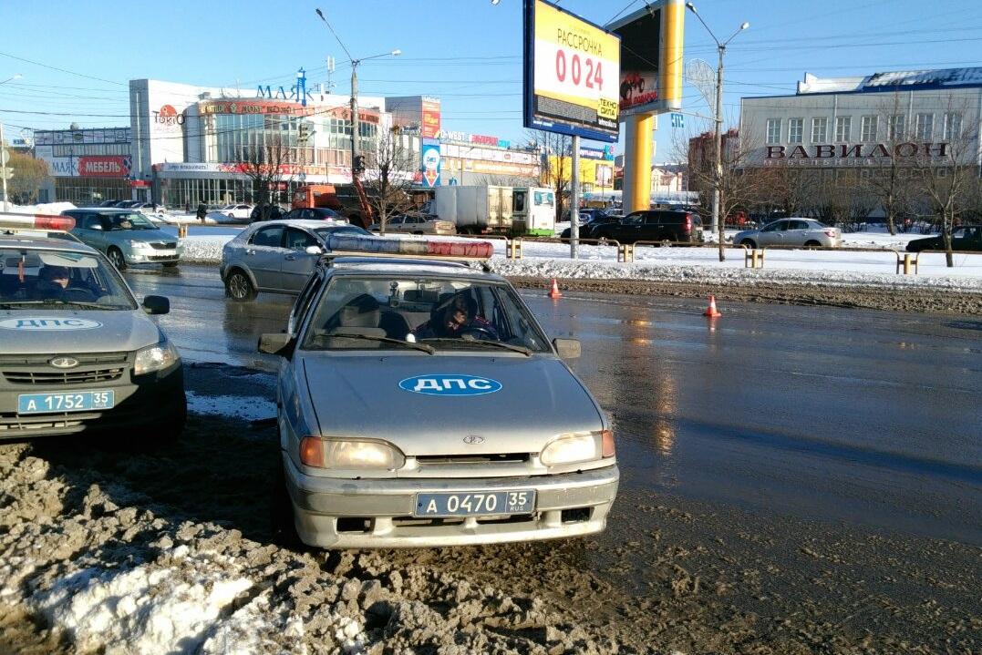"""В Вологодском районе и Вологде сбили женщин, которые проигнорировали """"зебру"""" и светофор"""