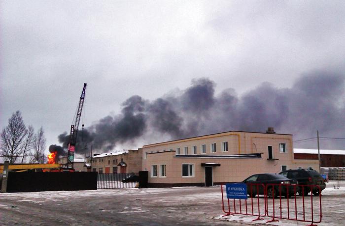 В Вологде загорелся мебельный склад: 400 кв. м. в огне