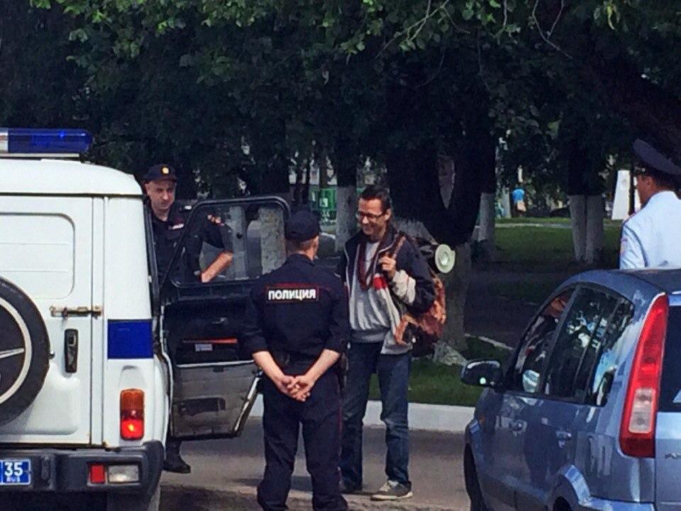 Девушку тюменского автостопщика забрали в полицию из-за нарушения «комендантского часа» в Вологде