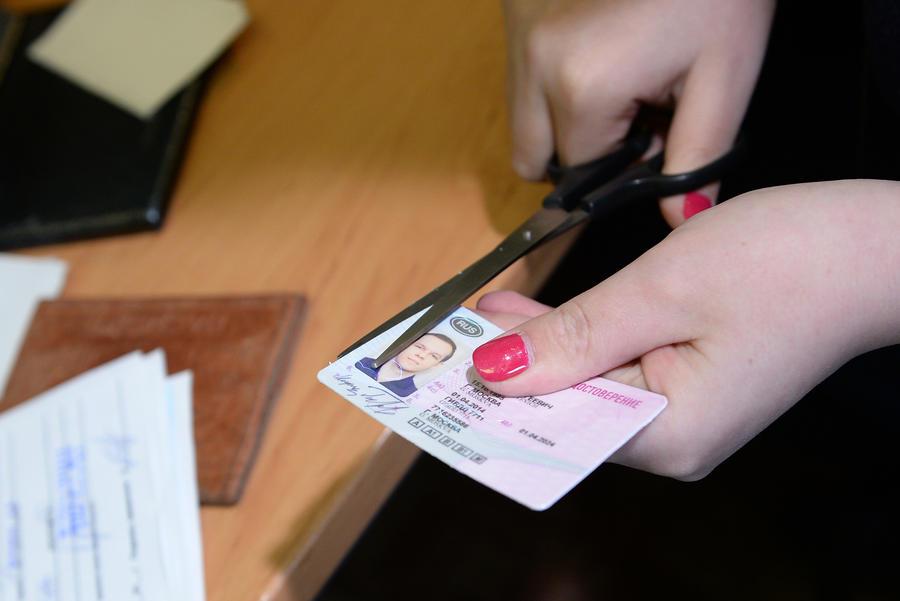За один день лишились прав более 400 водителей-должников в Вологодской области
