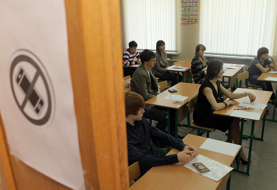 В Вологде девятиклассник пронес на ГИА по обществознанию телефон, завернутый в фольгу