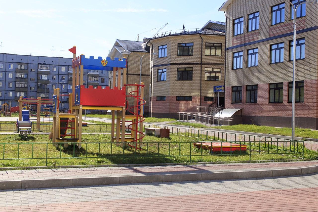 В новом детсаду в Вологде родители захотели сдать по 3 тысячи рублей на ограждения между участками