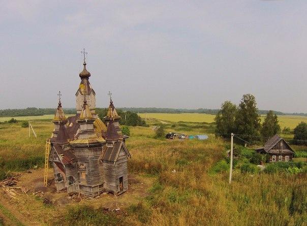 Волонтеры из Москвы приехали в Усть-Кубинский район восстанавливать деревянные храмы XVIII века