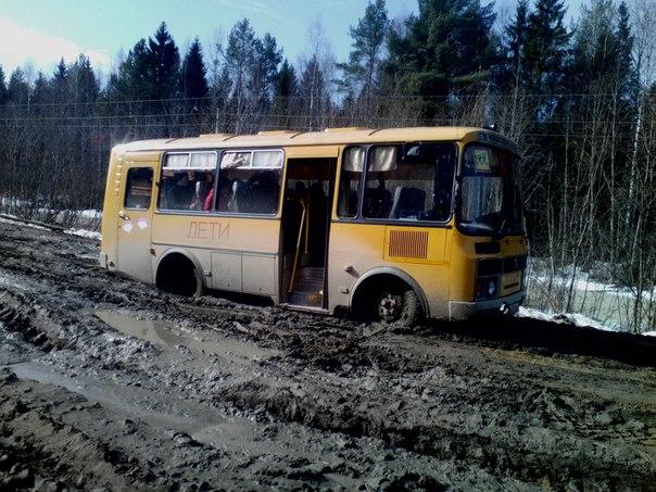 Грязевая блокада: три тотемских поселка отрезаны от мира из-за непроезжей дороги