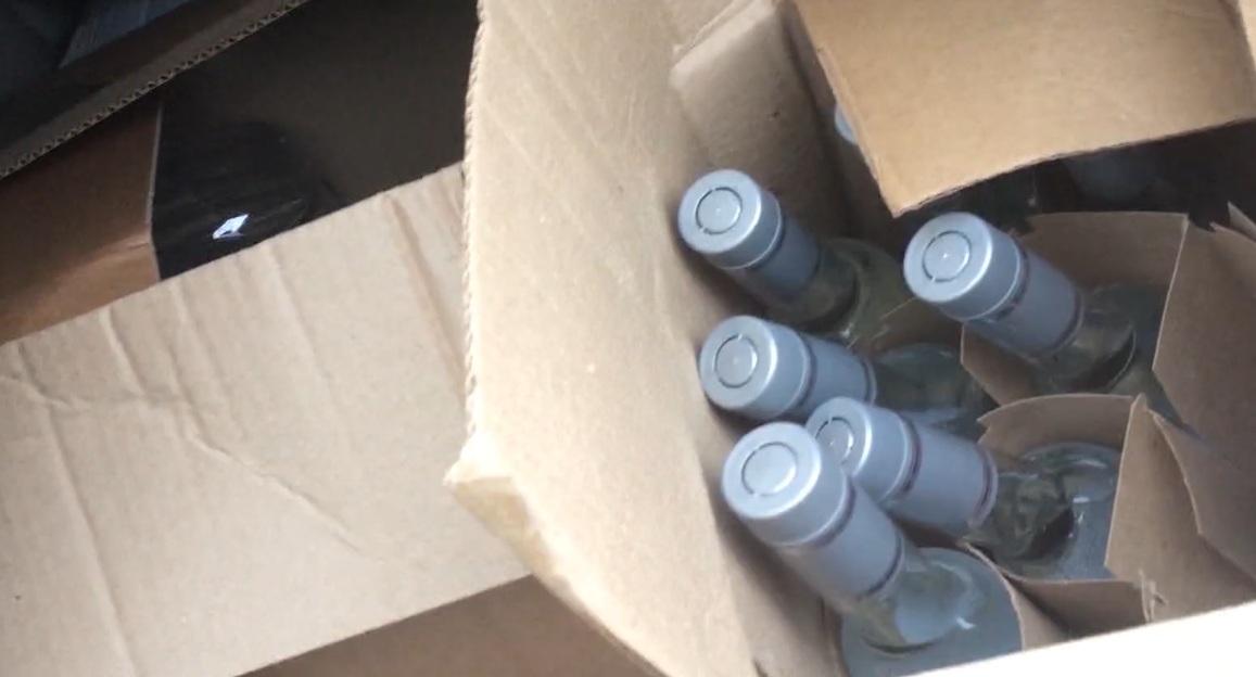 В Вологде полицейские изъяли из оборота 26 тысяч бутылок контрафактной водки
