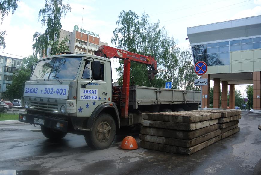 Житель Вологды забаррикадировал парковку гостиницы «Атриум»