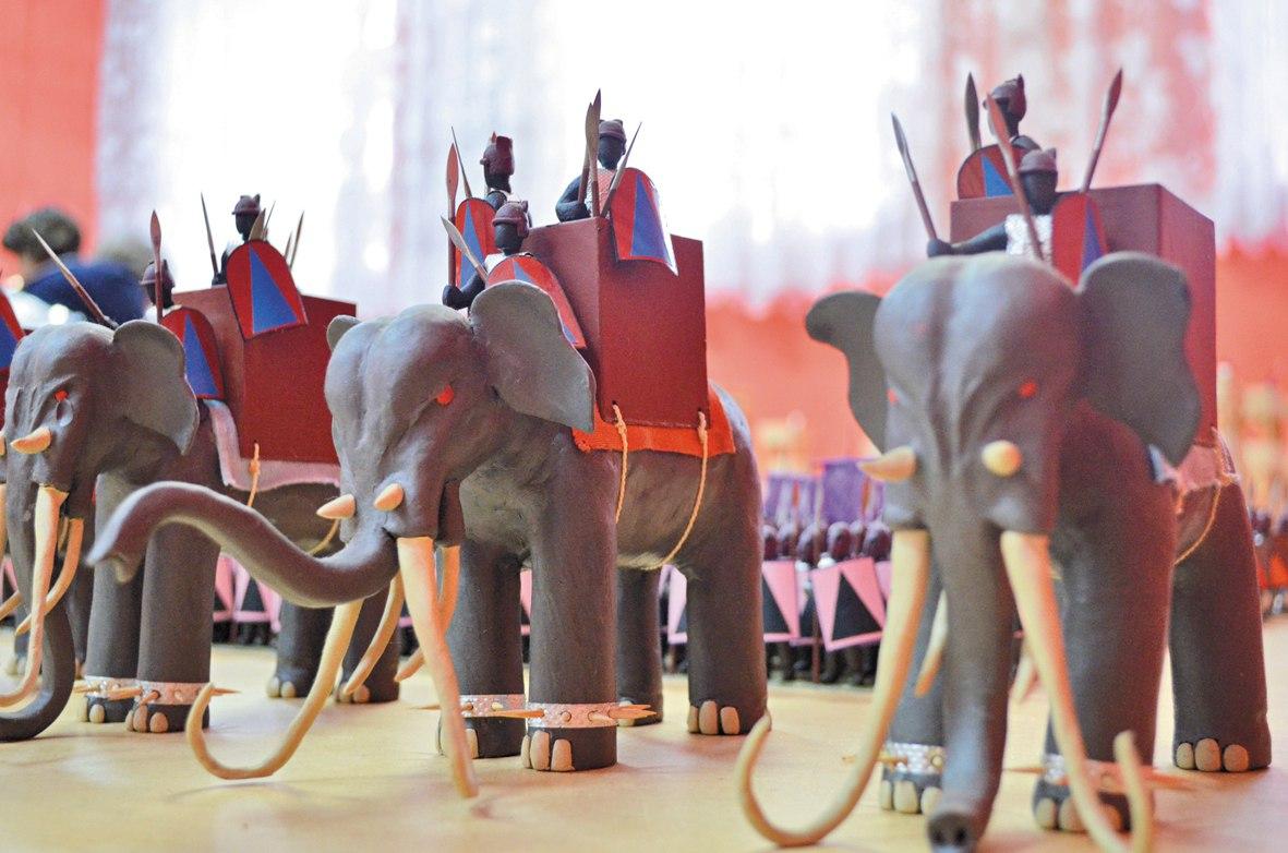 Пластилиновую Древнюю Грецию привезли на выставку в Великоустюгский район