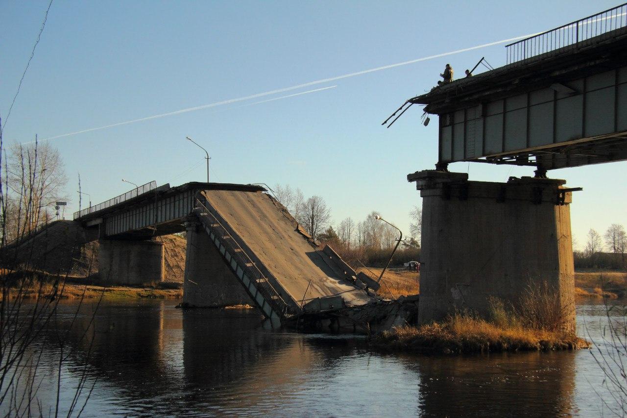 Из-за рухнувшего моста в Вельске фуры пустят по вологодским дорогам